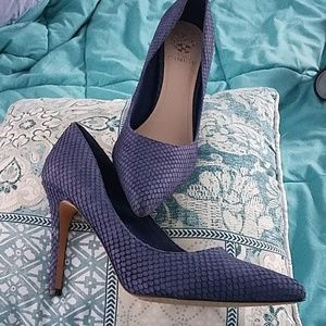 Blue snake textured high heeled pumps, leather